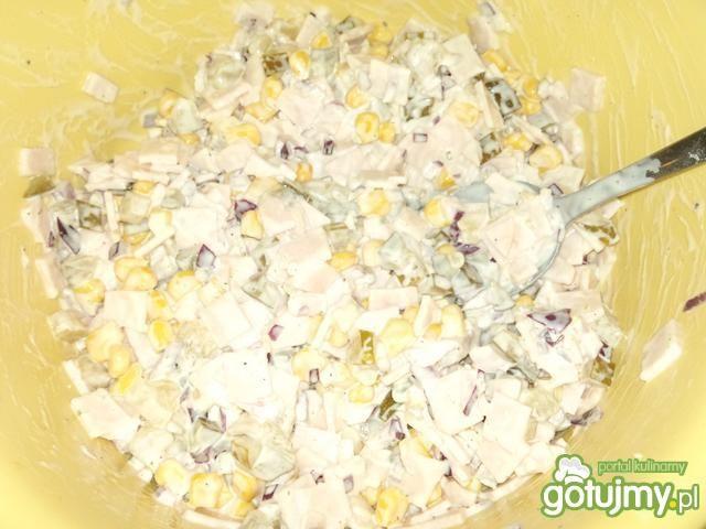 Szybka sałatka konserwowa