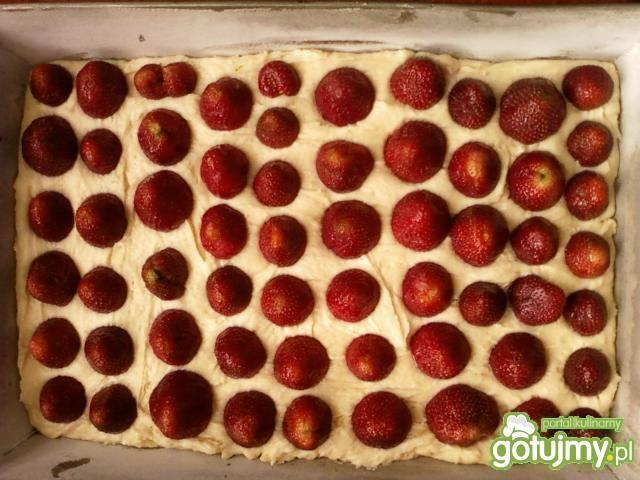 Szybkie ciasto ucierane z truskawkami