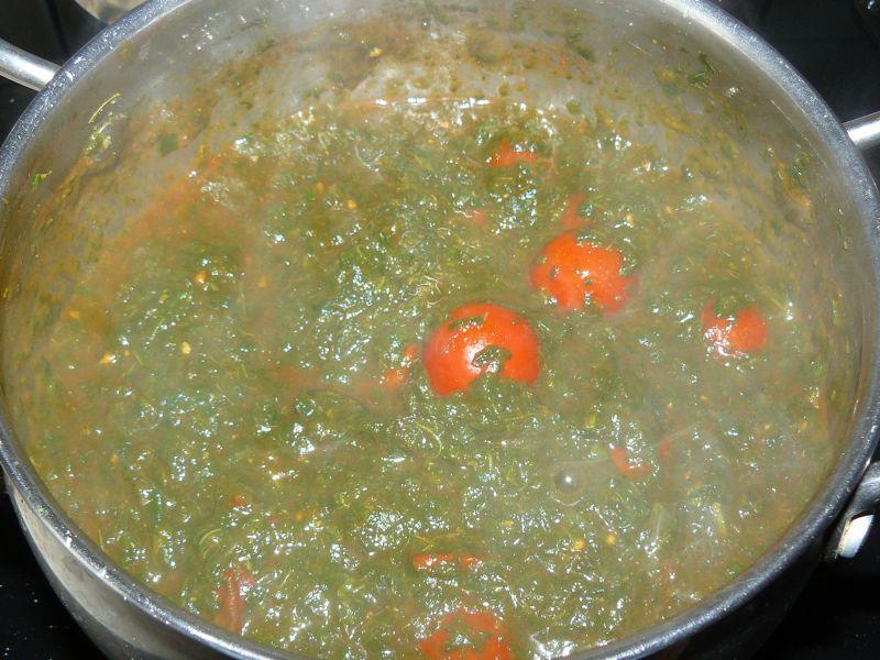 Szynka faszerowana szpinakiem i pomidorami