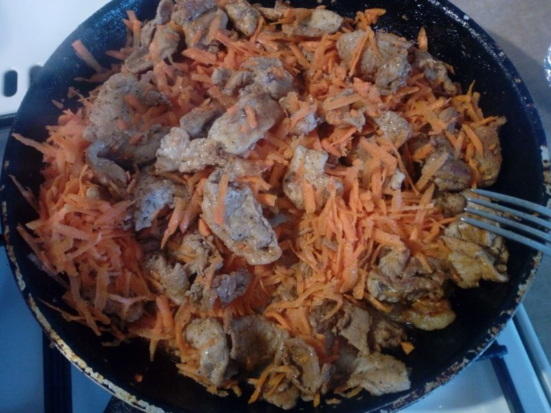 Szynka z marchewką i makaronem ryżowym