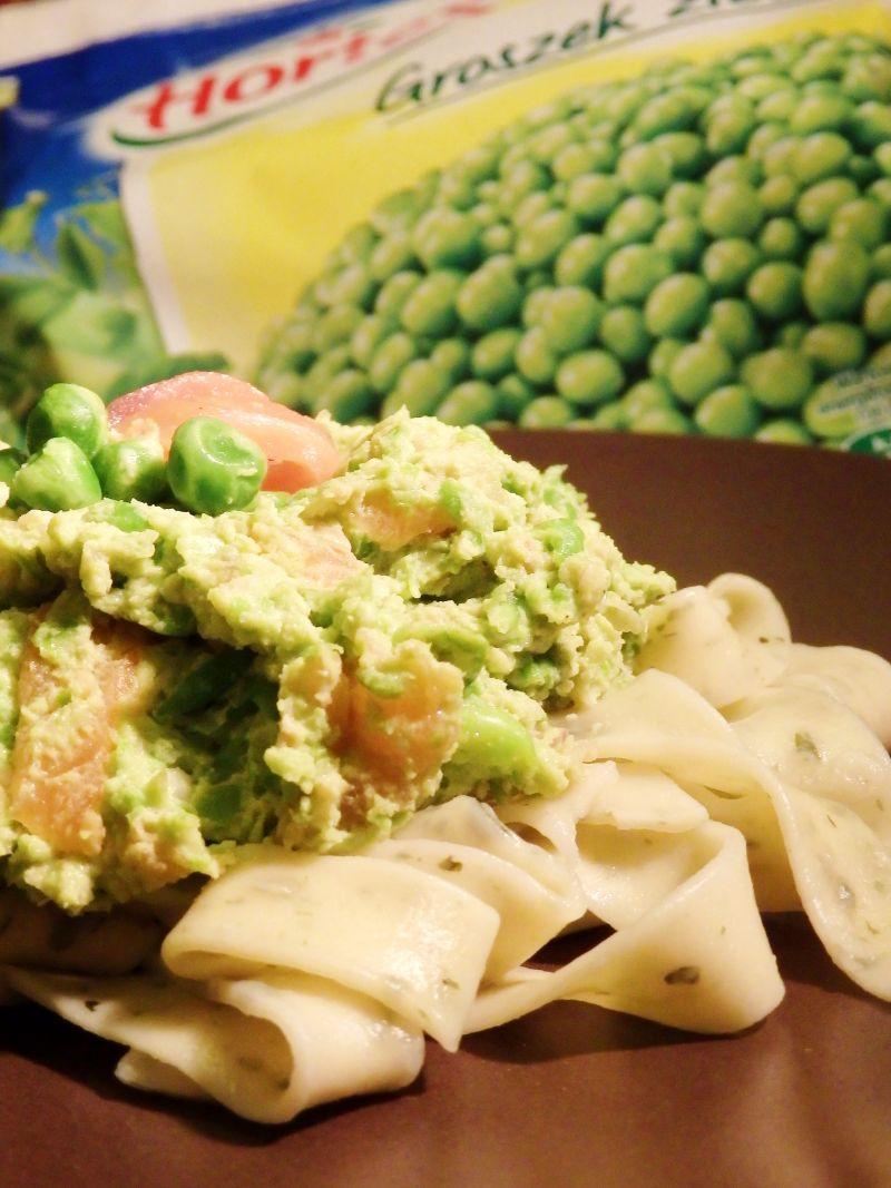 Tagiatella z groszkowo - łososiowym sosem