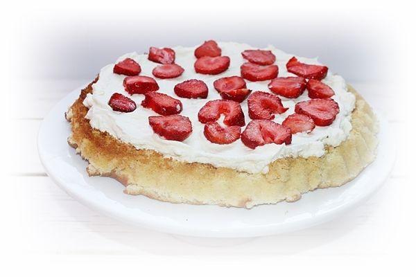 Tarta biszkoptowa z mascarpone i truskawkami