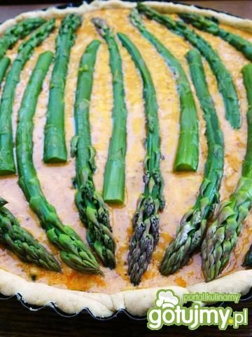 Tarta szparagowo-szpinakowa z pesto