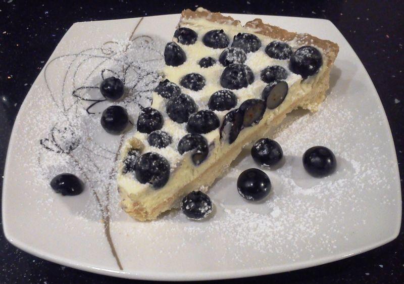 Tarta z białą czekoladą i borówkami