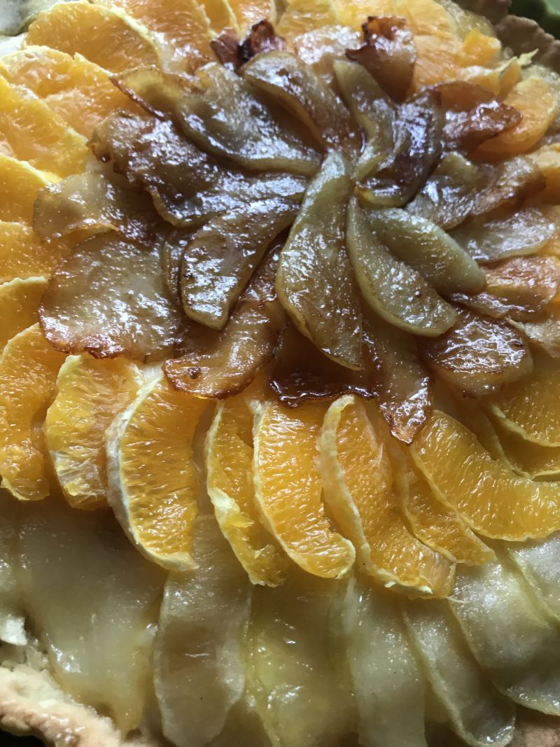 Tarta z domowym budyniem, gruszką i pomarańczą