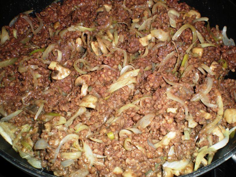 Tarta z kaszanką, pieczarkami i cebulką