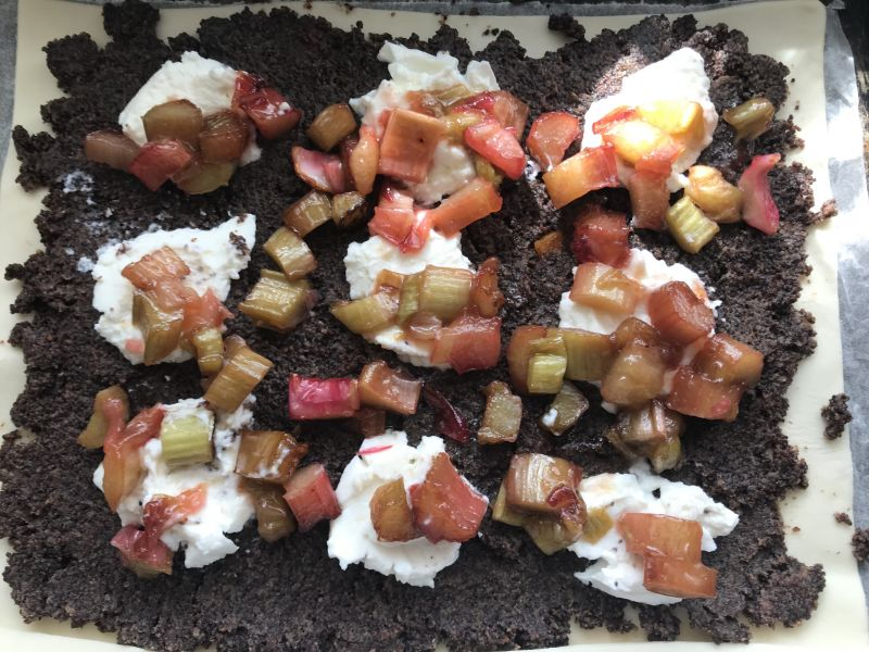 Tarta z makiem i rabarbarem