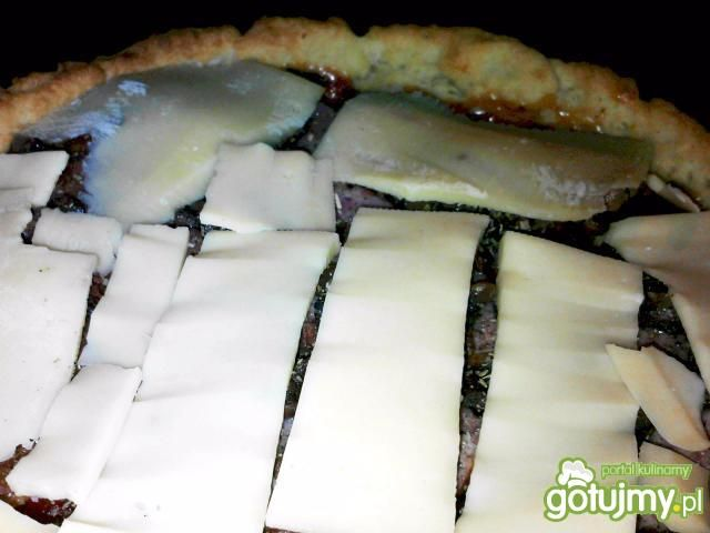 Tarta z pieczarkami i serem