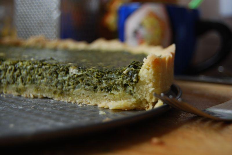 Tarta ze szpinakiem i niebieskim serem