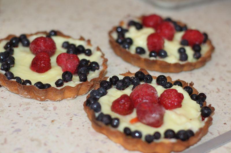 Tartaletki (kruche babeczki z owocami i budyniem)