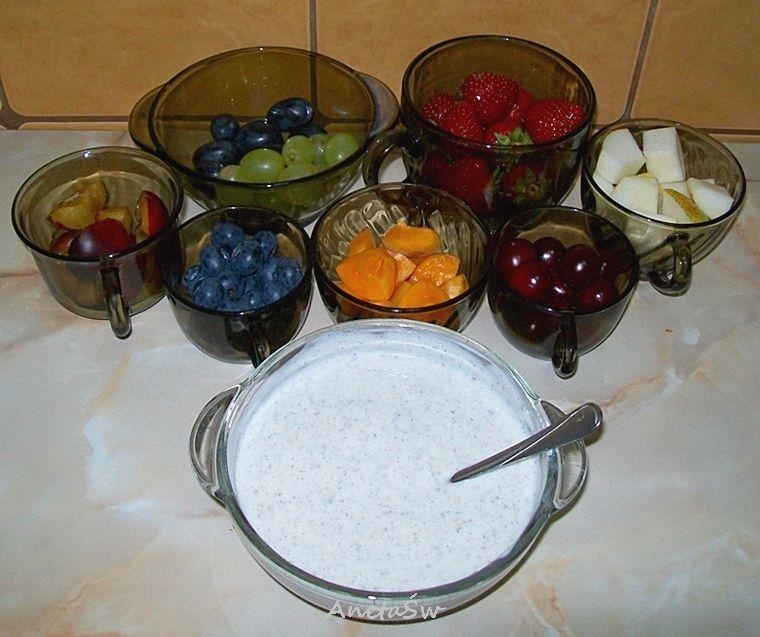Tęczowe szaszłyki owocowe