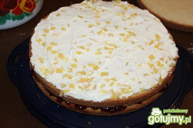 Tort ananasowy z kremem bezowym