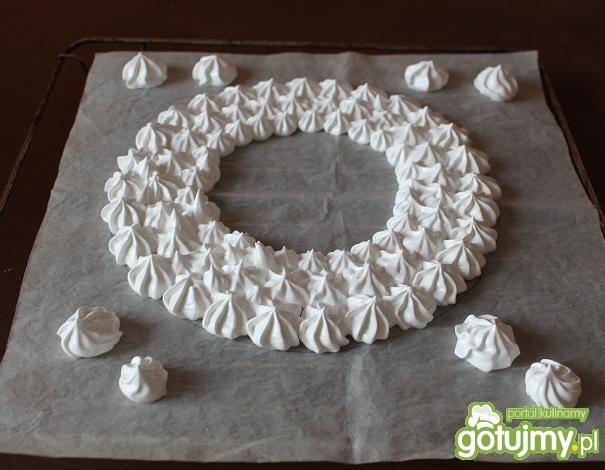 Tort bezowy(lodowy) mocno truskawkowy