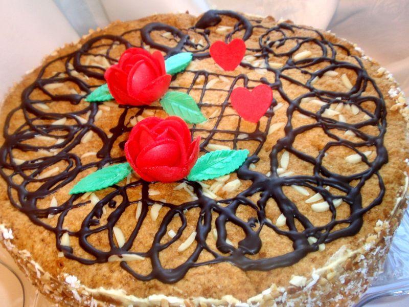 Tort Gosi z kawową śmietanką