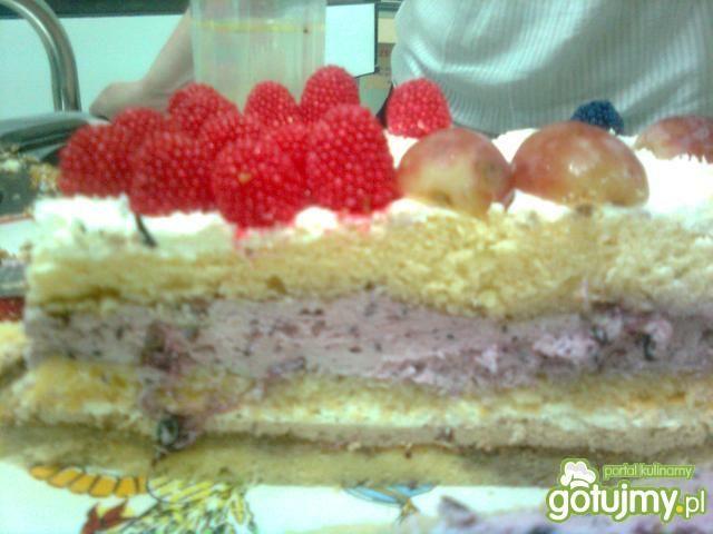 Tort jagodowo-śmietankowy