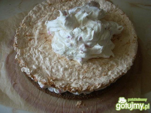 Tort makowokokosowy z kremem śmietanowym