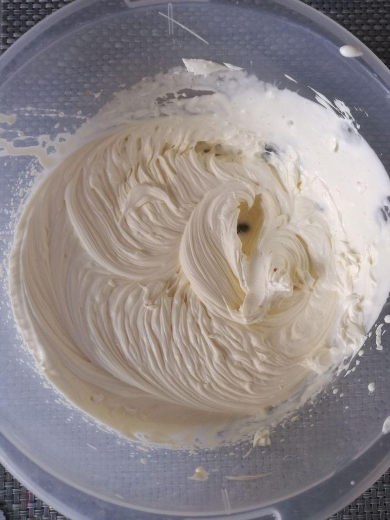 Tort naleśnikowy z maskarpone i wiśniami