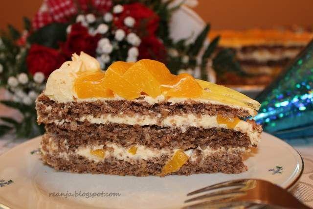 Tort orzechowy z brzoskwiniami
