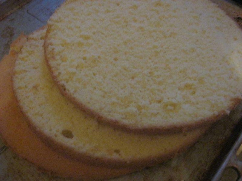 Tort pomarańczowo-kajmakowy
