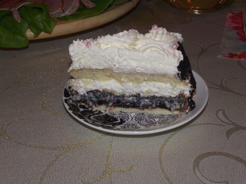 Tort śmietankowy z bezą makowo-kokosową i oreo