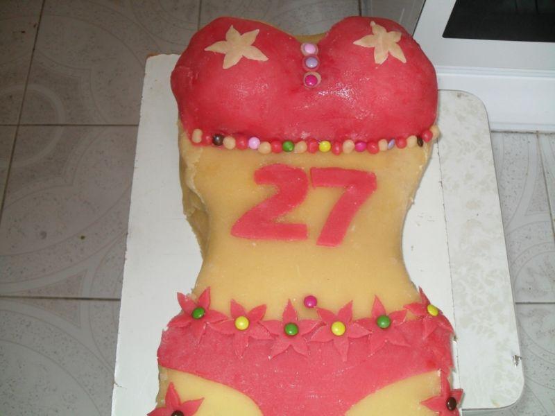 Tort w kształcie bikini