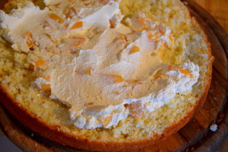 Tort z brzoskwinią i kokosem