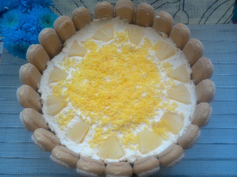 Tort z kremem budyniowym i ananasem