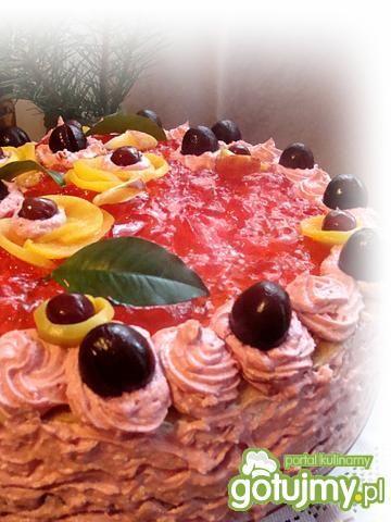 Tort z truskawkami i czekoladą