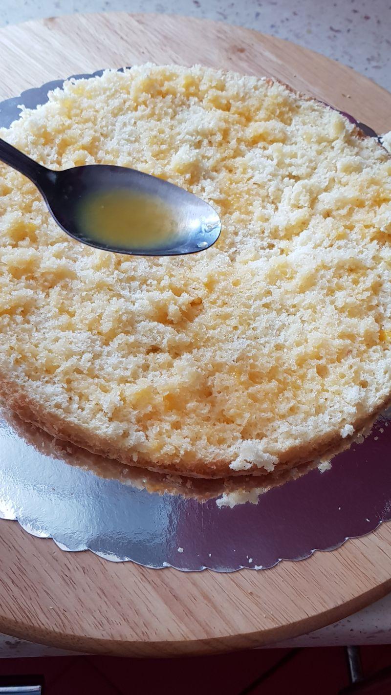Tort ze śmietaną mascarpone i ponczem pomarańczowy