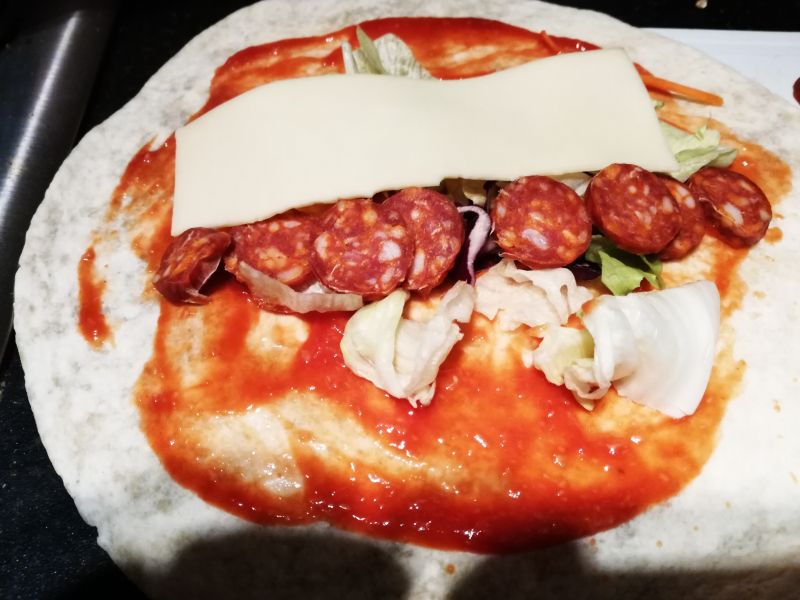 Tortilla z chorizo i chrzanem