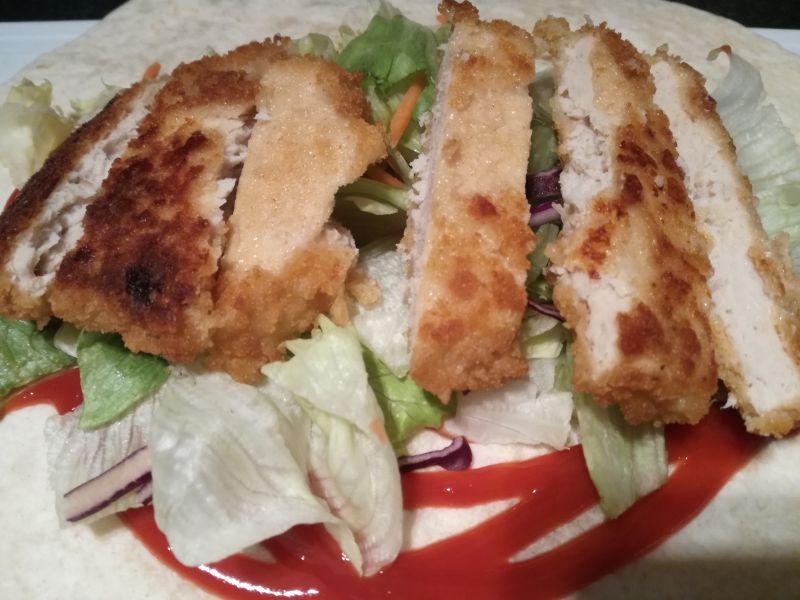 Tortilla z kotletem z kurczaka