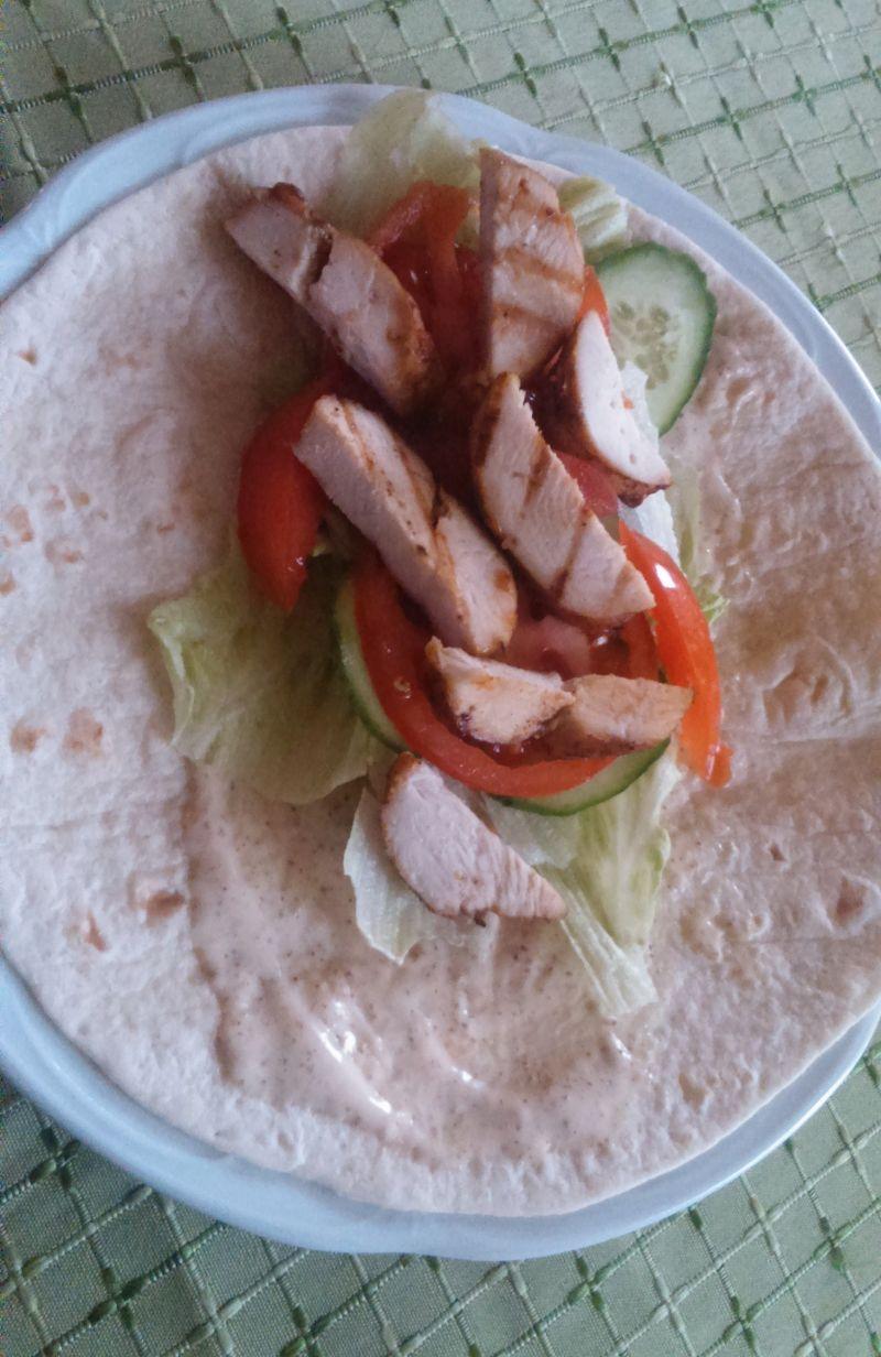 Tortilla z kurczakiem i bekonem