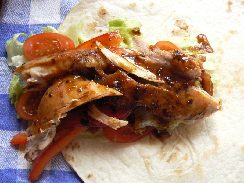 Tortilla z pieczonym kurczakiem