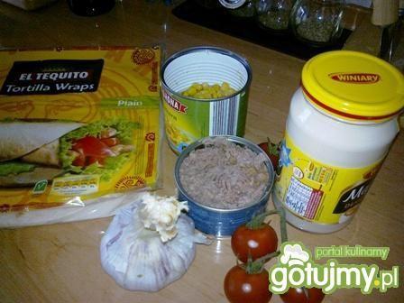 Tortilla z tuńczykiem i kukurydzą