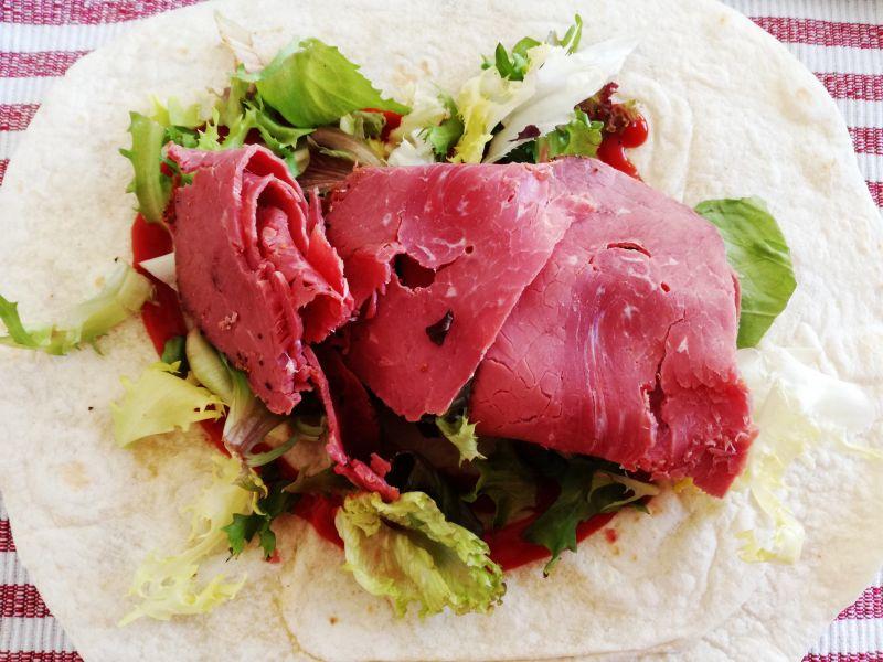 Tortilla z wołowiną oraz jalapeno