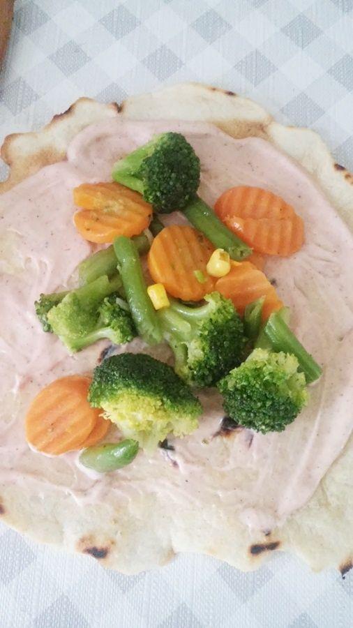 Tortille z warzywami i kurczakiem