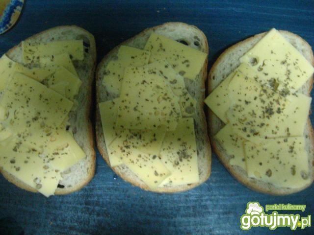 Tosty z serem żółtym