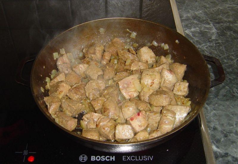 Tradycyjny gulasz z wątroby wołowej