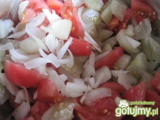 Trójkolorowa sałatka warzywna