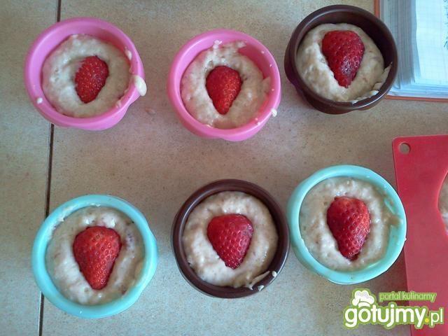 Truskawkowe muffinki z truskawką
