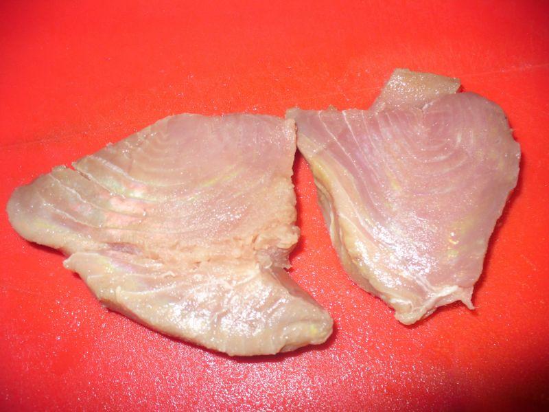 Tuńczyk grillowany - stek z szałwią