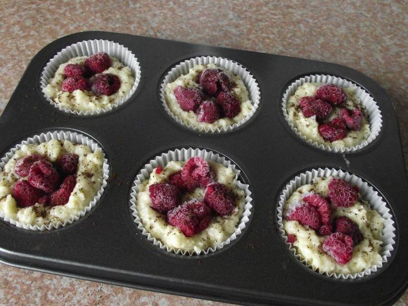 Waniliowe muffiny z kawą i malinami pod kruszonką