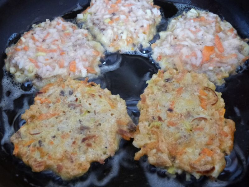 Warzywne placuszki z ryżu i pieczarek