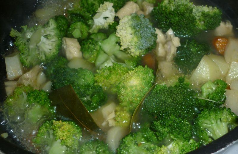 Warzywno-mięsny krem z brokułem