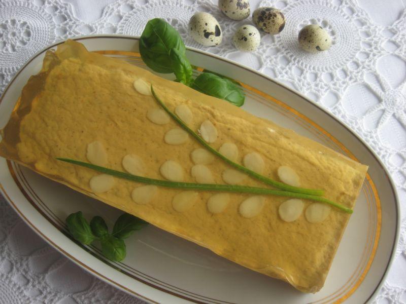 Wielkanocny pasztet z łososia z galaretką