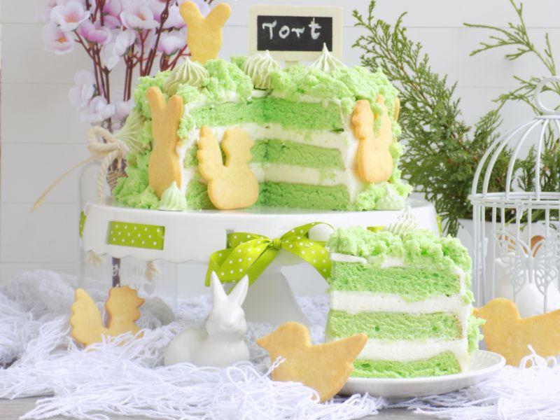 Wielkanocny tort z kruchymi ciasteczkami i bezami