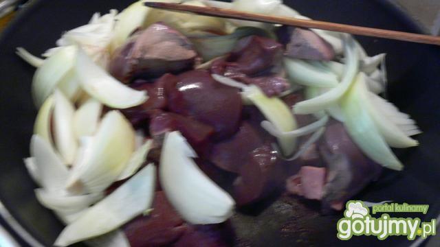 Wieprzowo- drobiowy pasztet ze śliwką