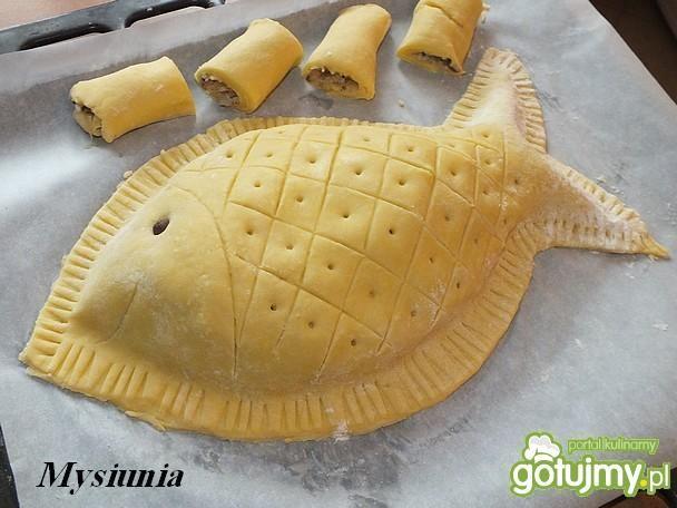 Wigilijny kulebiak z wędzonym łososiem