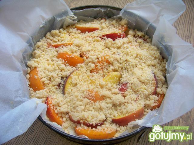 Wilgotne ciasto brzoskwiniami i ricottą