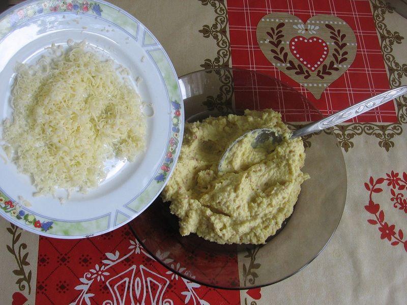 Wiosenna pasta jajeczna z rzodkiewką i kiełkami